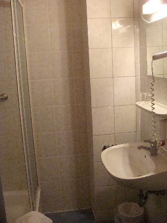 Carlton Hotel - Frankfurt: Bathroom