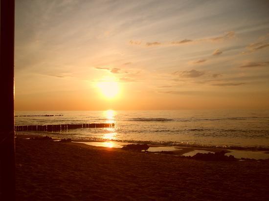 Wunderschöne Sonnenuntergänge an der Ostseeküste in Rewal