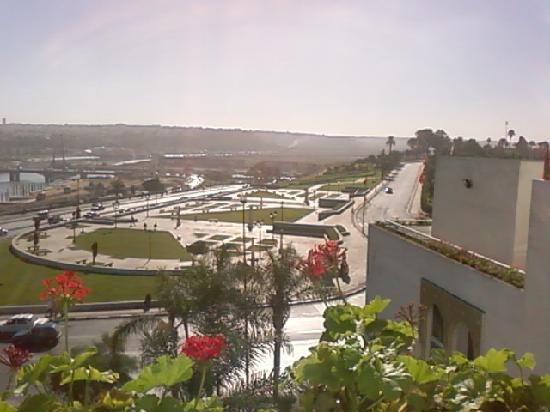 Golden Tulip Farah Rabat : vue depuis la piscine