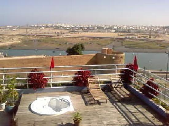 Golden Tulip Farah Rabat : autre vue depuis la piscine