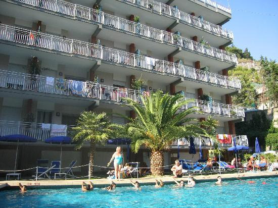 Panorama Santa Tecla Residence: Le Divina apts. There is acces to a lift for the upper floors.