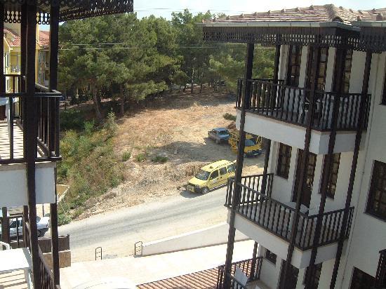 Mir Side Tropic Hotel: Veiw to the rear