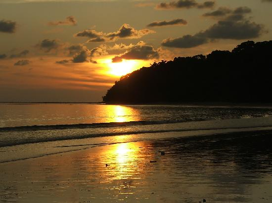 Borneo Survivor Resort: Sunset Pulau Tiga