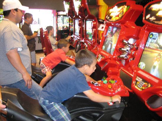 Kalahari Resorts & Conventions: The arcade is huge.