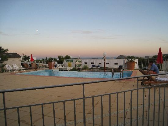 Ibis La Ciotat : Outdoor swimming pool