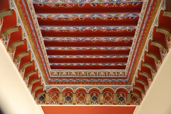 Zaki Hotel: Ceiling