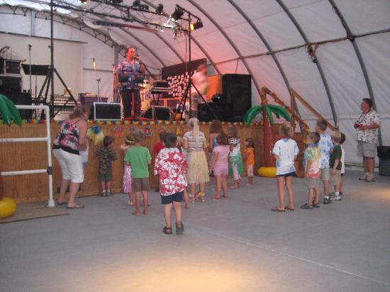 Splash Magic Campground: Luau Party