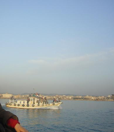 Tartus, Syrien: 島へ向かう小型船