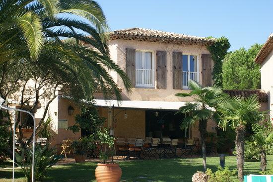 Hôtel La Garbine : Terrasse