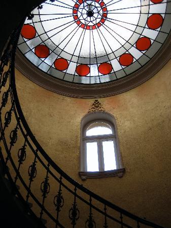 Gerloczy Rooms de Lux: Staircase at Gerlóczy Hotel