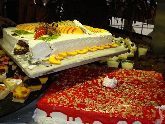 Efes Restaurant: Square cake