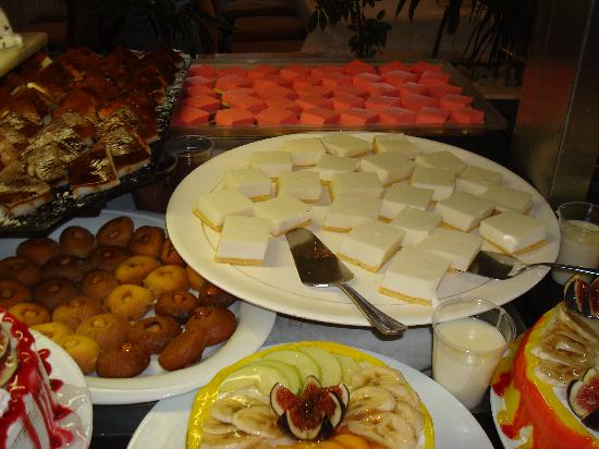 Efes Restaurant: more small cakes