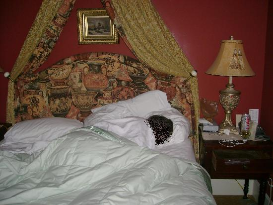 Lambert's Cove Inn: Charleston room's bed
