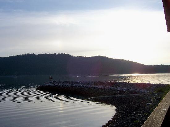 Seldovia Harbor Inn: Sun setting in Seldovia