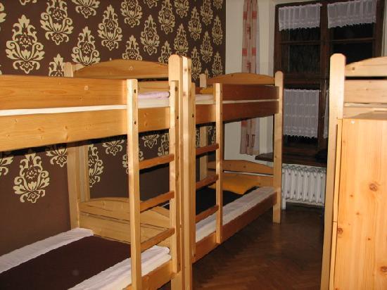 Intro Hostel : 6 bed dorm