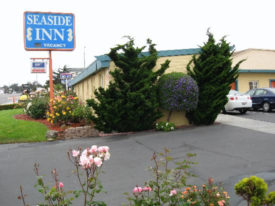 Seaside Inn: Entrance from Del Monte