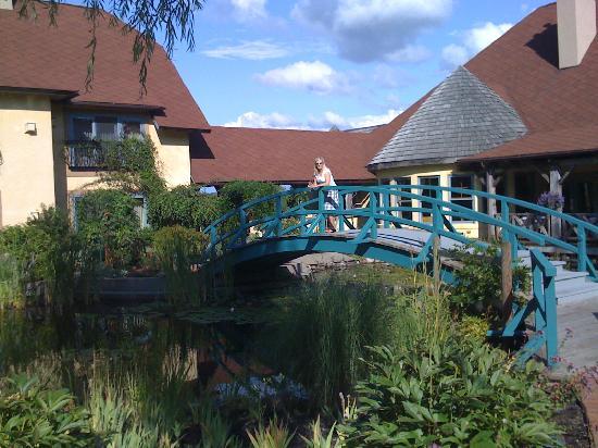 Mirbeau Inn & Spa Skaneateles: The Bridge