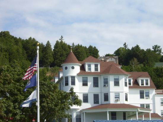 Island House Hotel: view of Island House from ferry