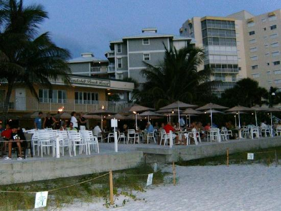 Lighthouse Inn: Turtle Club beach front dining