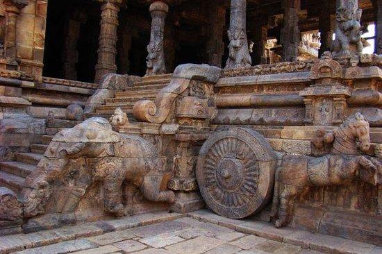 Kumbakonam, India: Famous elephant staircase