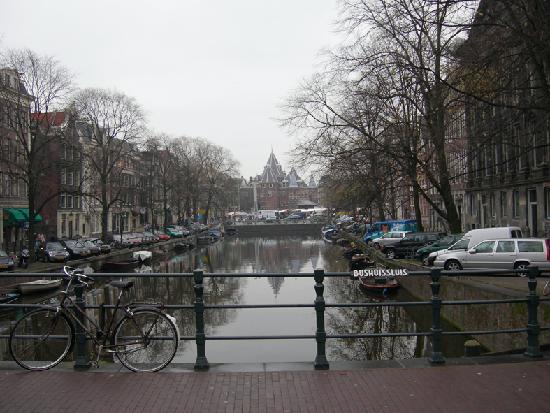 strada vicino al centro foto di amsterdam olanda