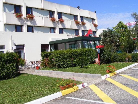 Ibis Mulhouse Ile Napoleon : view of Ibis hotel