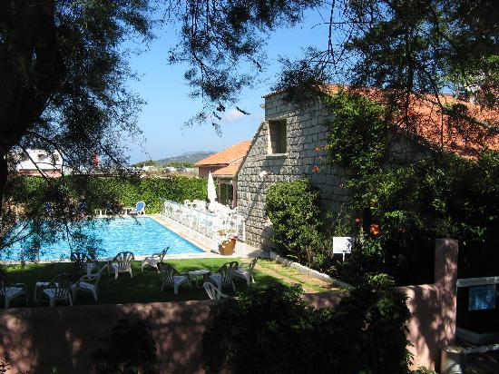 Arcu di Sole Hotel : Piscine et salle de restaurant