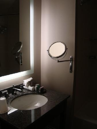 The Westin Columbus: Bathroom