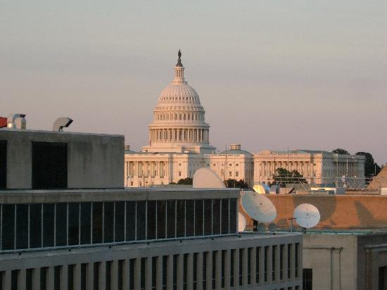 3dcd5d4057 Holiday Inn Washington - Capitol  View of Capitol Building From Rooftop Pool