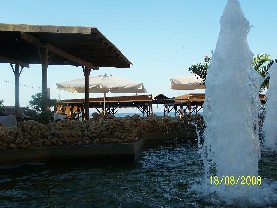 Cactus Beach Hotel & Bungalows : Restaurant grecque de l'hôtel