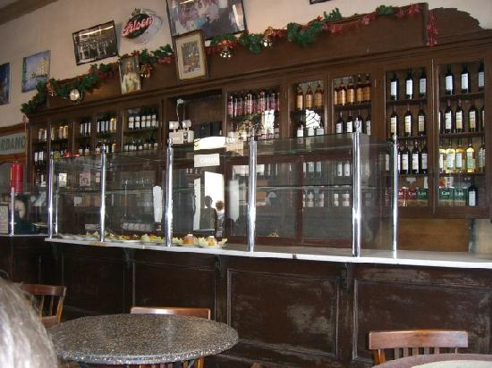 El Doral Apart Hotel: El Cordano - old bar behind the presidential palace. Two Piisco Sours, please., there's no rush,
