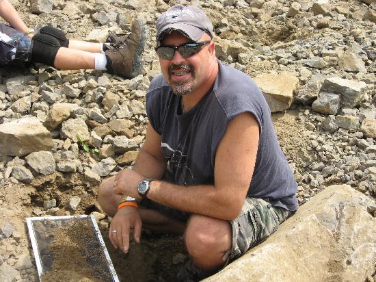 Herkimer Diamond Mines : Me sifting through the dirt