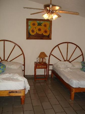 Hotel Villas Del Pescador: 2 Full beds?  They were more like 2 twin beds.