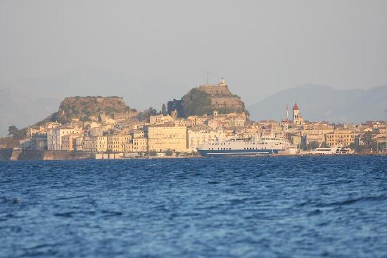 Kontokali Bay Resort and Spa: View on Corfu Town