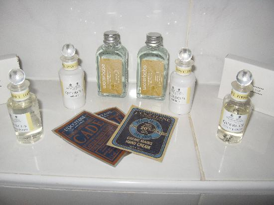 Muckrach Country House Hotel: Lovely L'Occitane Toiletries!!
