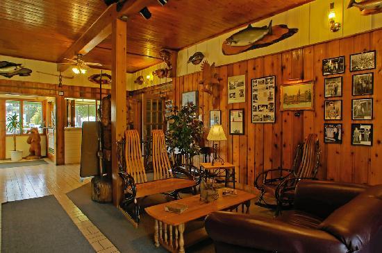 Riverside Inn : The Lobby