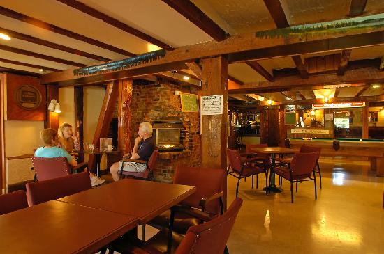 Riverside Inn : Pub