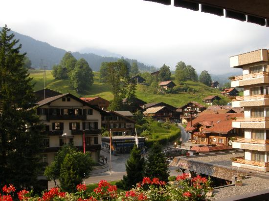 Sunstar Hotel Grindelwald: The view from our balcony up to First
