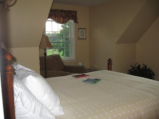 Collins Guest House: A peek into a guest room down the hall