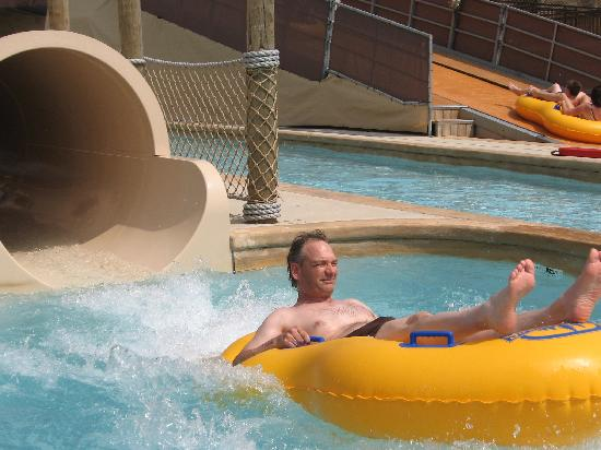 Glacier Canyon Lodge: a waterslide at the lazy river - you don't have to go this way