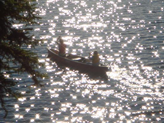 Idabel Lake Resort: Enjoying a relaxing canoe trip on the lake