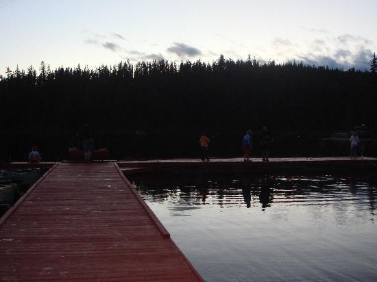 Idabel Lake Resort: The dock at dusk