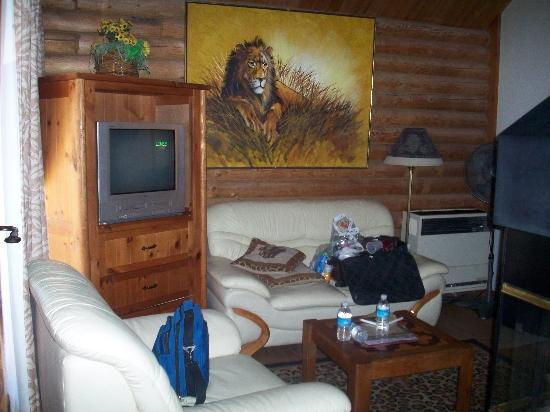 Mt. Charleston Lodge: Sitting area cabin#16