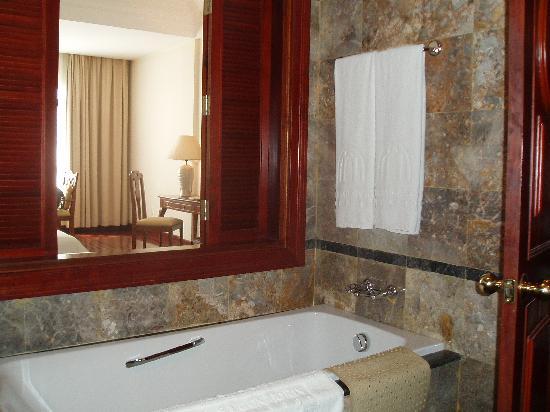 Hotel Saigon Morin: Bathroom