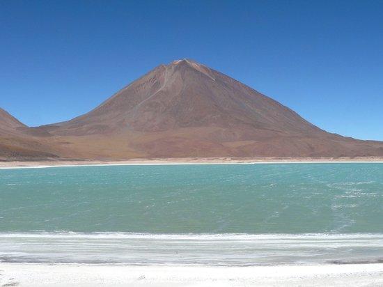 Uyuni, Bolivia: Laguna verde + Licancabur