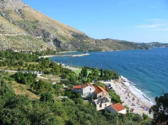Plat, Croacia: beach 3 with beach bar.  All beaches accessible via paths/steps