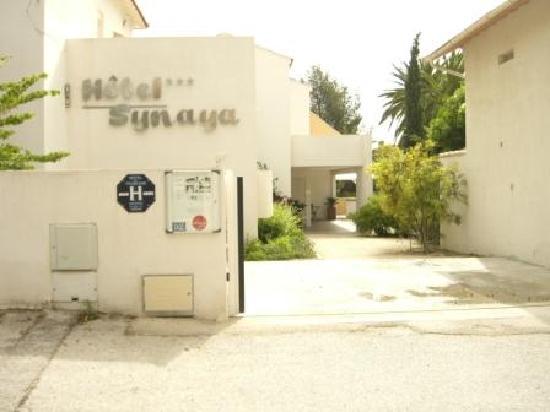 Hotel Synaya : Synaya hotel front