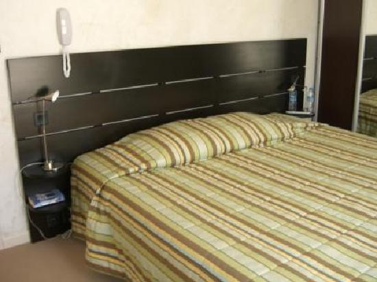 Hotel Synaya : Synaya hotel bedroom