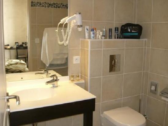 Hotel Synaya : Synaya bathroom