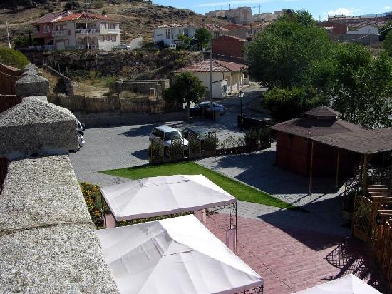 El Linar del Zaire: Vista del aparcamiento desde la terraza